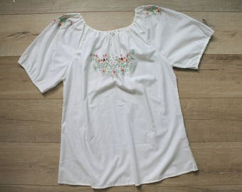 ONE SHOT SALE! Vintage 90s Folk Embroidered Peasant Top, large-x-large
