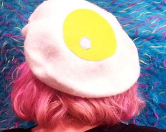 egg beret | kawaii cute kitsch harajuku grunge 90s neogal aesthetic tumblr hipster funny fairy kei pop kei aomoji kei breakfast food
