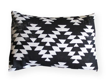 Geometric Pillow / Boho Pillow / Home Decor / Decorative pillow / Aztec / Black and White Decor / Linen Pillow / Black and white pillow