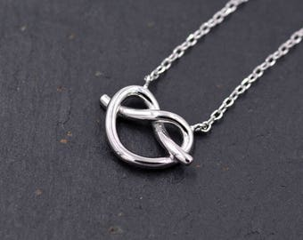Sterling Silver Little Heart Knot Pretzel Pendant Necklace  Y48