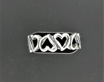 Linked Hearts band in Sterling Silver