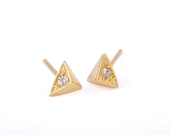 Pyramid stud earrings, Pyramid Post Earrings, Triangle Earrings, Gold Triangle Earrings, Triangle Post Earrings, Triangle Stud Earrings,
