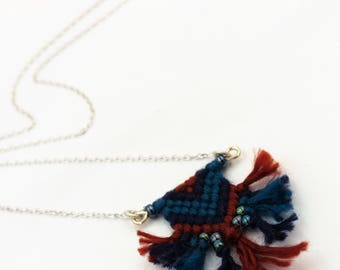 small string macrame pendant, Bohemian chic necklace, ethnic textile jewelry, made in france, gift for a friend, nayquach