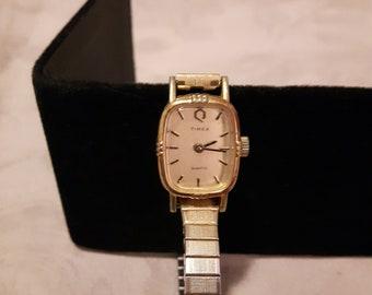 Vintage Gold Tone Timex Quartz Ladies Wrist Watch - Adjustable Stretch Band - 1980s - Wedding/Birthday/Anniversary/Mother's Day
