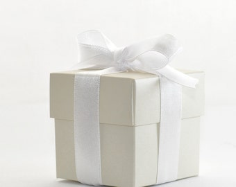 50 Luxury Lined Ivory Square Favour Boxes with Lids