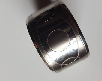 Moda modernist stainless steel etched cuff bracelet from Malta. Vintage item from the 1970s.