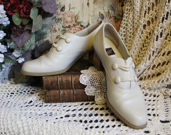Ladies Stylishly Victorian Off-White Leather Loafer Heels By Aerosoles-Size 8 B