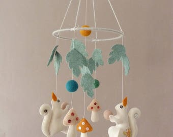 Woodland Squirrels Mobile - Wool Felt mobile - Baby crib mobile - Woodland Nursery
