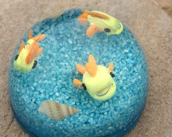 Underwater Fish Dome Resin Paperweight apx 2.5in by 1.5in