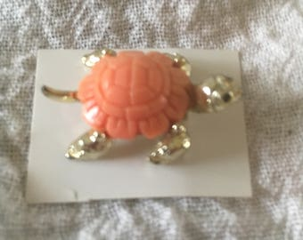 Cute Vintage Gold Tone With Coral Shell Turtle Pin