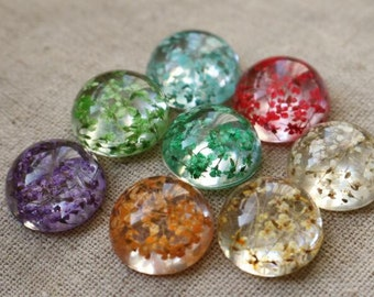 2pcs of resin crystal cameo  real dry flower inside 18mm high dome-you can choose color