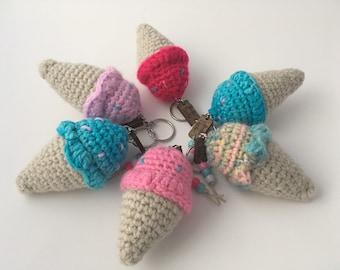 Porte-clés cornet en crochet / crochet ice cream keychain