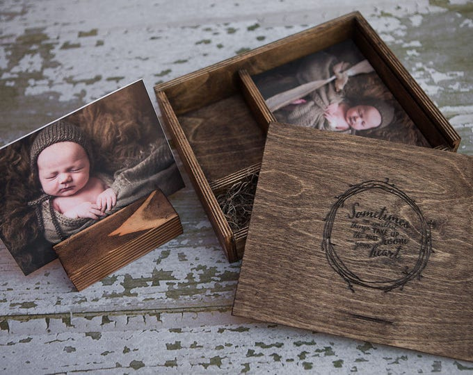 "5x7x2.5"" deep. Wood print box with photo stand and enough space for 5x7 prints and usb drive - (spanish moss included)"