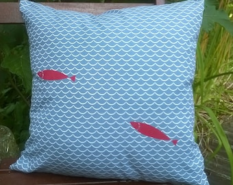 Cover cushion 40 x 40 Sardines in colors red and blue waves