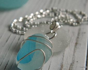 Natürliche Aqua und weißen Meer Glas Draht umwickelt, Seyshelles Meer Glas Halskette