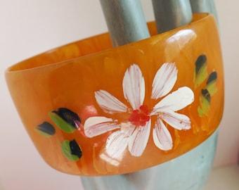 Vintage wide marbled orange Bakelite bangle hand painted flower daisy bangle