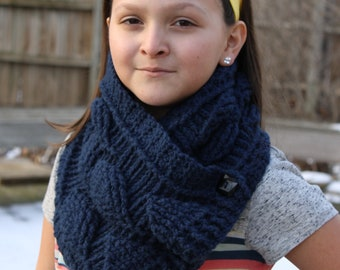 Crochet Cowl Scarf With Leaf Pattern