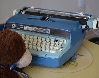 Smith Corona Typewriter/Automatic Typewriter/Smith Corona Coronet Automatic 12/Movie Prop/Office Decor/Theater Prop/Blue/Hardcase/60s 70s