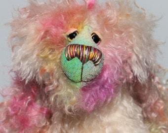 Dorothy is a sweet and pretty, beautifully coloured, one of a kind artist bear, in gorgeous hand dyed mohair by Barbara-Ann Bears