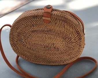 Natural oval straw round shoulder bag with genuine leather strap