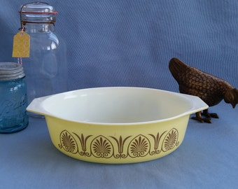 Pyrex Golden Classic Promotional Oval Casserole 045 2.5 Quart Yellow with Gold Tulip and Fan Detail