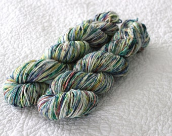 Quantum Dots 11010 --- Superwash Quals --- Hand Dyed Superwash Merino Yarn, Worsted Weight