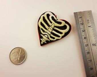 Ribcage heart , bone heart , heart necklace , gift for horror fan , horror , unique heart pendant , unique Valentine's day gift , be mine