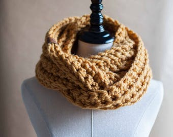 Ready to ship! The Dorset // Chunky crocheted infinity scarf neckwarmer