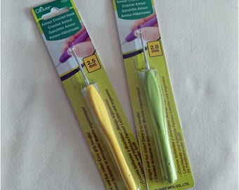 Clover Amour/Armour Crochet Hook - 2.0mm and 2.5mm