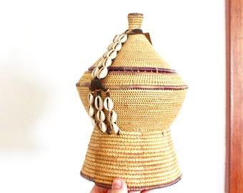 Vintage Boho Woven Basket / Baskets / Basket / Lidded Basket / Unique basket / Vintage Woven Basket with lid/Vintage Small basket