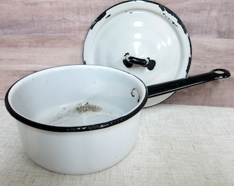 Vintage Enamelware Pot with lid Primitive Enamelware Pot Primitive Country Decor Porcelain Enamel Pot Vintage Enamel Pot - V300
