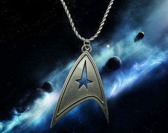 Star Trek Beyond, Into Darkness silver / faux leather necklace with Com' Badge charm