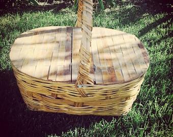 AFTER SUMMER SALE.. Vintage Wicker Picnic Basket