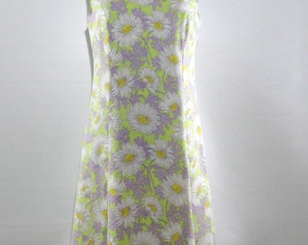 1950s Daisy Scooter Dress, NPC Fashions One Piece 16, Sleeveless Shift All Cotton Floral Day Dress Vintage Size 16, Excellent to Mint