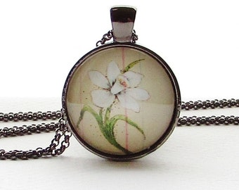 December Birth Month Flower Necklace - Narcissus Flower Pendant - 25 mm Round Glass Pendant  - Birthday Gift for Friend  - Mother's Day Gift