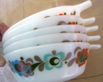 Vintage JAJ Pyrex Carnaby bowl