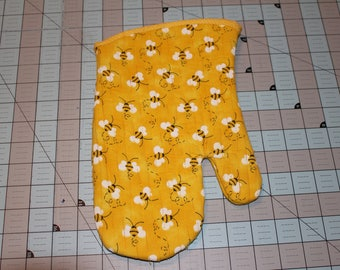 Handcrafted Quilted Insulated Oven Mitt, Honeybees