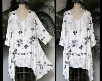Rare Japanese Print Artsy Lagenlook Asymmetrical Swing Tunic with 3 Pockets . Size L/XL- 1XL/2XL- 3XL/4XL,plus size clothing