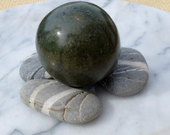 Sphere 375 g green jade from Mexico - green ball