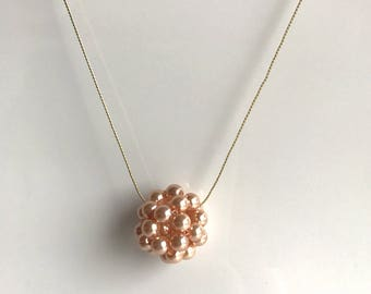 Gold necklace, ball of pearly pink pearls