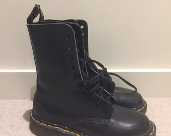 Black leather doc marten boots. 20 eyelet style. Amazing condition! Size 36. Dr marten.
