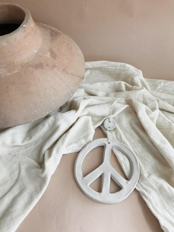LENNON & BIRDIE clay peace sign