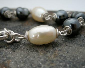 white and black vintage pearl bracelet, Miriam Haskell pearl bracelet, vintage bead bracelet, black and white bracelet