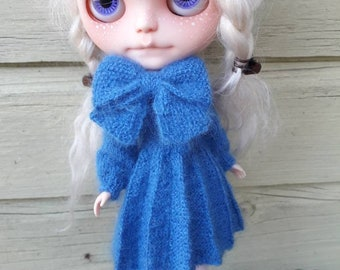 Handknitted kidmohair pleated dress with bow for Blythe doll (blue)
