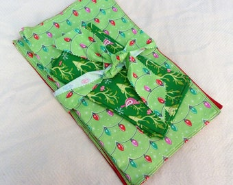 Christmas Clearance on 4 Reversible Placemats and matching napkins