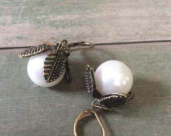 Pearl Petal Earrings/Wedding/Victorian