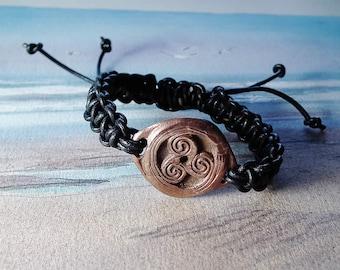Unisex ajustable Triskelion bracelet, celtic/wiccan symbol  in copper and black leather macrame leather  -  Druidic, for men or women