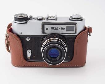 Fed 5b USSR (Soviet) rangefinder camera, w Industar 61l/D, f2.8/53mm lens M39