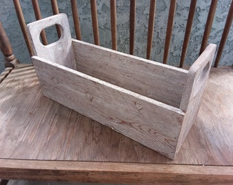 """18"""" Old Style tool box"""