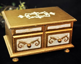 Great Florentine, Jewelry Box, Musical, Make up box, With a mirror inside,  We have more to select from, Wonderful Gift, #1986